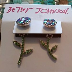 Betsey Johnson flower with petal earrings nwt
